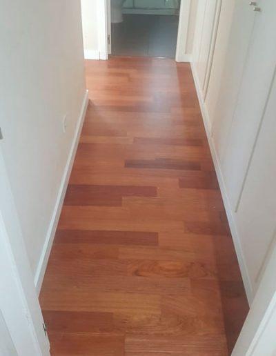 parquet en pasillo y escaleras