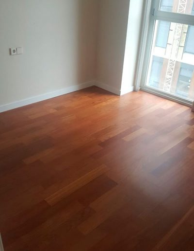 barnizado suelo madera